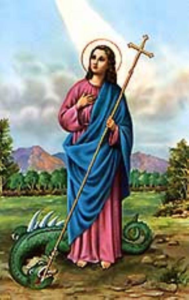coloca una vela rosada delante de la imagen de santa marta la